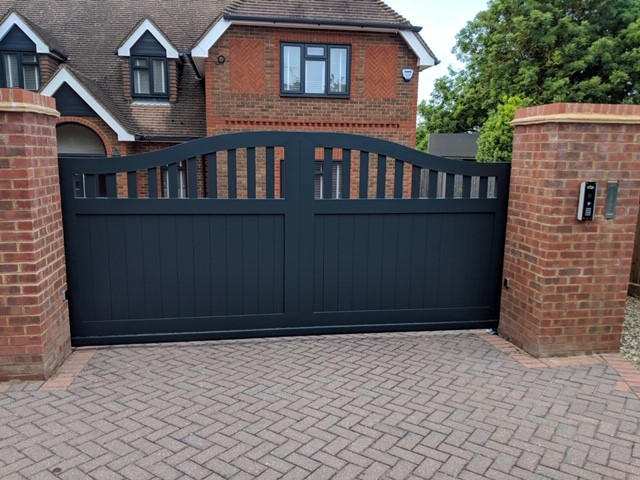 Aluminium cantilever sliding gate with automation in Gillingham, Kent, me7