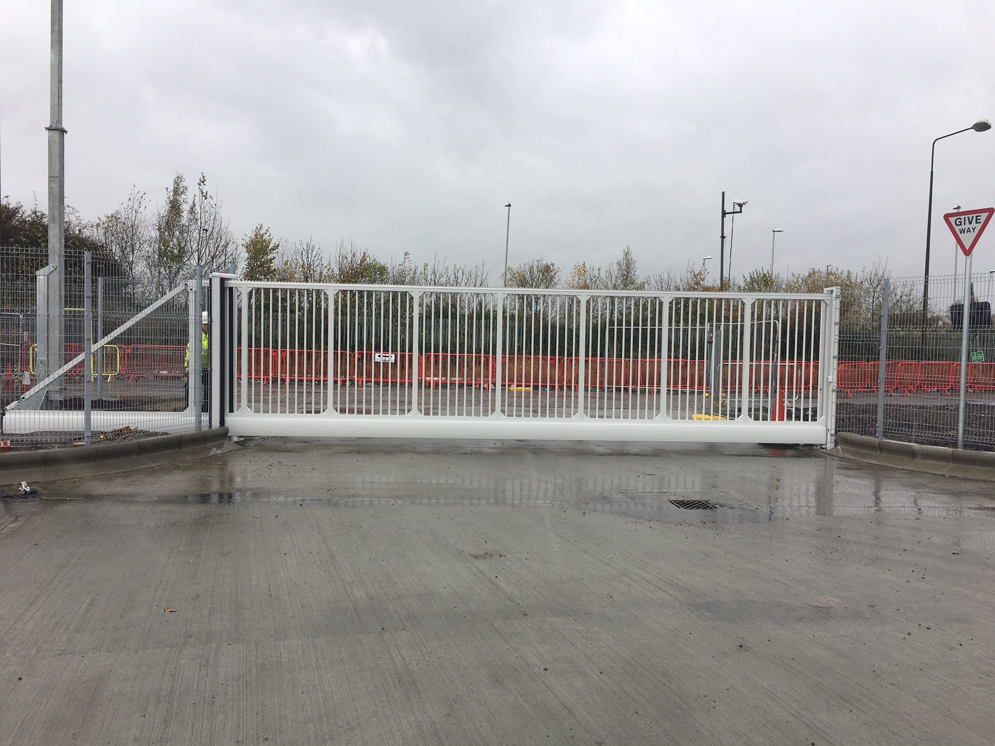 Commercial electric cantilever sliding gate in sittingbourne, Kent, Me10